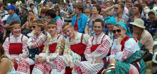 Коми-пермяки в национальных костюмах