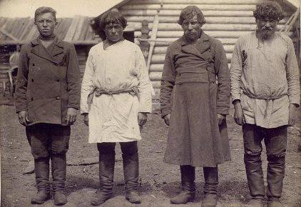 Коми-пермяки в рабочей одежде. Начало 20 века.