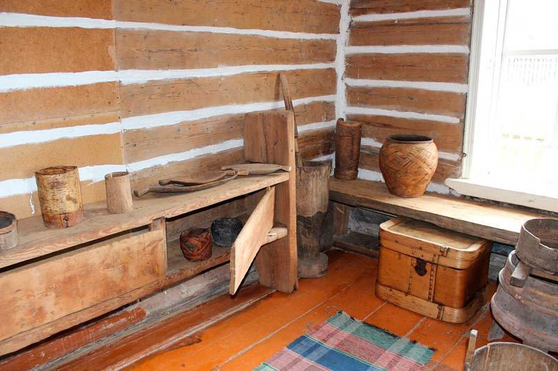 Стринная кухня, лавки